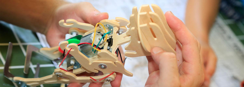 Wooden Robot Dinosaur Featured